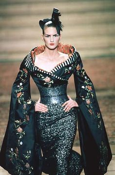 1997-98 - Mc Queen 4 Givenchy Couture show