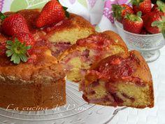 torta soffice latte panna e fragole ricetta dolce golosa e facile da fare. Torta golosa con le fragole resa soffice dà panna montata aggiunta nell'impasto.