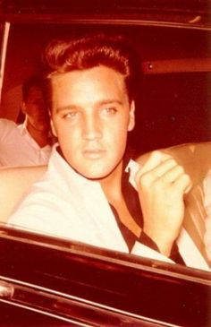 Elvis Presley~~ The King.He was absolutely delicious! Elvis Presley Family, Elvis Presley Photos, Elvis And Priscilla, Priscilla Presley, Rock And Roll, Elvis Collectors, Young Elvis, Cant Help Falling In Love, Beautiful Voice