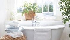 Easy and Effective Small Bathroom Organization Ideas - E Small Freestanding Tub, Small Bathtub, Small Bathroom Organization, Bathroom Storage, Organization Ideas, Rustic Bathroom Vanities, Bathroom Sets, Bathroom Plants, Standard Tub Size