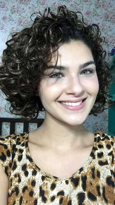 Gabi Vasconcellos Store - Home Curly Hair Tips, Short Curly Hair, Wavy Hair, Short Hair Cuts, Curly Hair Styles, Natural Hair Styles, Mid Length Curly Hairstyles, Permed Hairstyles, Hair Today