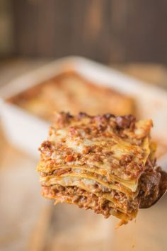 Lasagna (lasagne) Bolognese is a hearty Italian classic recipe with layers of fresh pasta, Bolognese sauce, bechamel sauce and Parmesan cheese. See sauces for Bolognese Sauce for this recipe. Cheese Sauce For Lasagne, Lasagna With Bechamel Sauce, Bolognese Sauce, Lasagna With Fresh Pasta, Jamie Oliver, Italian Dishes, Italian Recipes, Italian Sauces, Italian Foods
