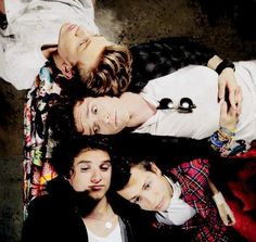 TODAY, IT'S THE #3YearsOfTheVamps YAAAY! I'M SO PROUD OF YOU GUYS AND I LOVE YA SO MUCH