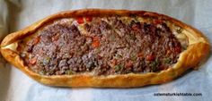 Kiymali Pide, Turkish oval flat breads with ground meat, onion, tomato and peppers - delicious and easy to make at home!