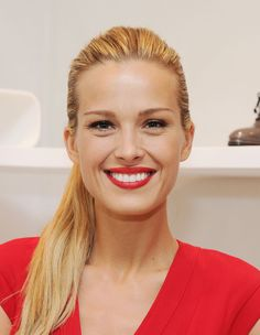 Petra Nemcova Photos - Petra Nemcova attends Stuart Weitzman And Petra Nemcova Kick Off The Holiday Gift Giving Season on November 2013 in New York City. - Petra Nemcova Kicks Off the Holiday Gift-Giving Season Petra Nemcova, Lady Danger, Skin Specialist, Simple Ponytails, Holiday Looks, Celebrity Beauty, Looking Gorgeous, Balayage Hair, Up Hairstyles
