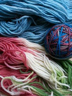 Strikkerne: Fremgangsmåte for farging av garn med konditorfarg...