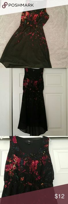 High Low Dress Black hi low dress with blurred floral print Breezy and like new!  Fits size xs/s Dresses High Low