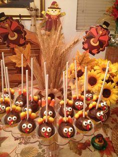 Cake Pops de guayaba  y de piña cubiertos de cacao oscuro. Ideales para la mesa de postre de Thanksgiving Day. Creación de Silvia's Cake.
