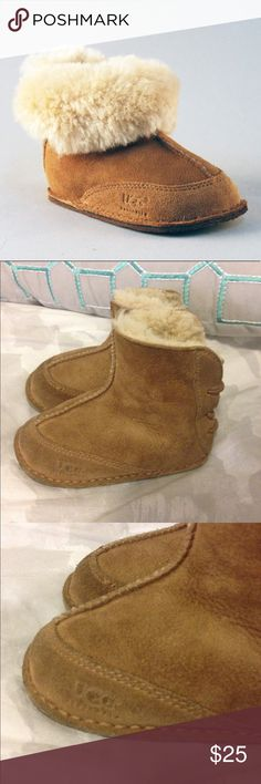 •$65 RETAIL• CLOSET CLOSING SUPER SLASHED TODAY •$65 + PLUS TAX RETAIL• INFANT UNISEX RARE ELASTIC AUTH UGG BOOTIES SIZE M (6 months) NO BOX I COLLECT THEM, PURCHASED FROM NORDSTROM. Worn and loved, worn between 10 and 20 times. Signs of wear shown all over, nothing out of the ordinary. inside is like new and always worn with socks. Elastic back makes putting them on and off super easy! Such a great paid of genuine uggs without the mall prices! •••PRICED TO SELL TODAY, FIRST COME FIRST…