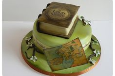 Fantasy nerds proudly unite with this beautiful fantasy Lord of the Rings cake, which is eccentric and fun yet elegant and classic, just like the trilogy!
