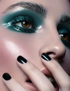 makeup / make-up / beauty Love Makeup, Makeup Inspo, Makeup Art, Makeup Inspiration, Makeup Looks, Hair Makeup, Crazy Makeup, Teal Makeup, Makeup Ideas