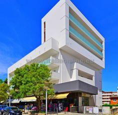 Lignano Sabbiadoro - Residence Verde. Dovolená u moře, letní pobyty, ubytování v apartmánech. Blízko pláže, v centru, po rekonstrukci, s výtahem, vlastní kuchyňka. TV, trezor, klimatizace, wifi, parkování.