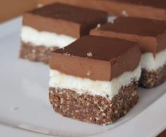 Recipe Kokosové řezy - raw a luxusní by learn to make this recipe easily in your kitchen machine and discover other Thermomix recipes in Dezerty a sladkosti. Dairy Free Recipes, Raw Food Recipes, Sweet Recipes, Dessert Recipes, Vegan Cheesecake, Vegan Cake, Cheesecake Recipes, Baking Cupcakes, Cupcake Cakes