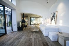 Great floor Méchant Design: open space in Barcelona Country Interior Design, Small House Interior Design, House Design, Houses Architecture, Weekend House, Decoration Originale, Modern Country, Modern Rustic, Interior Exterior