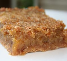 Squares with maple syrup by Jean Philippe Desserts With Biscuits, Köstliche Desserts, Pie Recipes, Sweet Recipes, Cooking Recipes, Recipies, Bon Dessert, Dessert Bars, Beignets