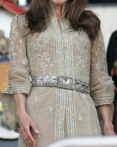 Queen Rania of Jordan turns 40 - Photo 6 Arab Fashion, Royal Fashion, 22nd Wedding Anniversary, Jordan Royal Family, Style Royal, Oriental Dress, Queen Rania, Estilo Real, Moroccan Caftan