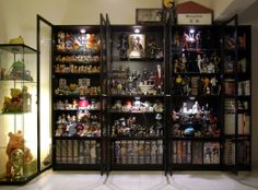 Toy Room Lego Room Decor, Games Room Inspiration, Split Entry Remodel, Toy Display, Display Case, Display Ideas, Comic Book Storage, Geek Room, Goth Home Decor