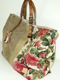 This Pin was discovered by nan Tote Handbags, Leather Handbags, Carpet Bag, Diy Handbag, Handmade Purses, Boho Bags, Denim Bag, Fabric Bags, Cotton Bag