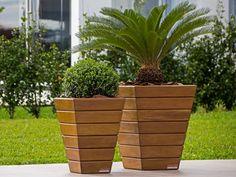Wooden Garden Planters, Outdoor Planters, Flower Planters, Diy Planters, Flower Pots, Planter Box Plans, Planter Boxes, House Landscape, Garden Boxes