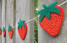 strawberry Garland Strawberry Shortcake Felt Garland por FeltWitch, £22.00