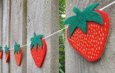 strawberry Garland Strawberry Shortcake Felt Garland por FeltWitch, £22.00