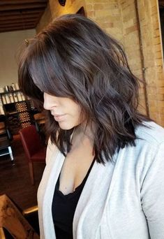 50 beste mittellange Frisuren für dünnes (und extrem feines) Haar- 50 Mittlere… 50 best medium length hairstyles for thin (and extremely fine) hair 50 medium shoulder length hairstyles for women with female baldness on the crown of the head # thin Medium Long Hair, Medium Hair Styles, Curly Hair Styles, Medium Length Hair With Layers And Side Bangs, Long Curly, Fine Hair Styles For Women, Fringes For Long Hair, Long Hair Fringe, Long Bob With Fringe