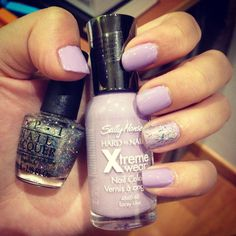 Nails for spring: Lilac with just a touch of glitter.