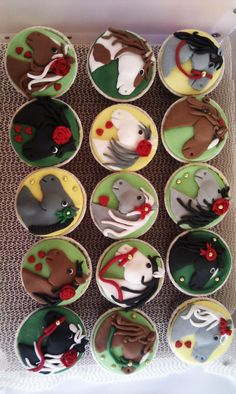 horse themed cupcakes -love how they turned out!