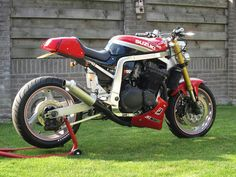 Suzuki Cafe Racer, Cafe Racer Bikes, Cafe Racer Motorcycle, Racing Motorcycles, Custom Street Bikes, Custom Bikes, Gsxr 1100, Street Fighter Motorcycle, Brat Bike
