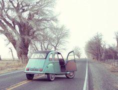Who needs a ride? #2CV