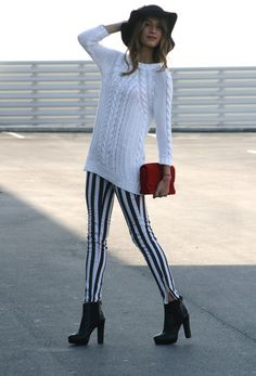 Thick vertical striped pants and an oversized white sweater White Oversized Sweater, White Sweaters, Jean Outfits, Fashion Outfits, Womens Fashion, Zara, Pull N Bear, Layer Style, Fall Winter Outfits
