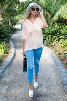 The easiest shirt to wear. Throw over anything and be out the door!