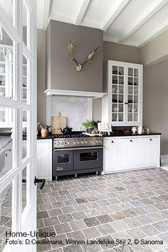 Binnenhuisarchitectuur grachtenpand landelijk wonen interieurarchitect mooie vloer, plafond en keuken