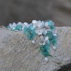 Něžné květy - náhrdelník z PET lahví. Více zde : https://www.facebook.com/VeraBelinovaSperky/?ref=bookmarks