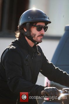 Keanu Reeves - Keanu Reeves riding his motorcycle in Beverly Hills - Beverly Hills, California, United States - Friday 19th February 2016 Read more at http://www.contactmusic.com/keanu-reeves/pictures/5142138#T1Dykg33VUJ66GVc.99