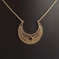 Collier Eclipse en laiton doré à l'or fin bijou finement découpé et gravé