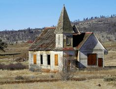 Tribal Church An abandoned indian church near the small village of Simnasho… Old Abandoned Buildings, Old Buildings, Abandoned Places, Abandoned Castles, Abandoned Mansions, Old Country Churches, Old Churches, Country Barns, Take Me To Church