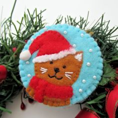 Christmas cat pin Cat in Santa hat felt brooch pin Cat image 0 Pink Christmas Ornaments, Felt Christmas Decorations, Christmas Cats, Felt Ornaments, Christmas Fair Ideas, Christmas Projects, Diy Projects Handmade, Felt Cat, Christmas Sewing