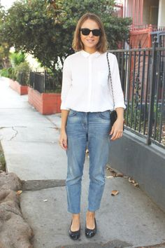 Ray-Ban sunglasses, The Kooples shirt, Claudie Pierlot jeans, Chanel flats and handbag. Street Style, Street Chic, Mode Style, Style Me, Elegante Y Chic, Fall Outfits, Casual Outfits, Looks Jeans, Estilo Denim