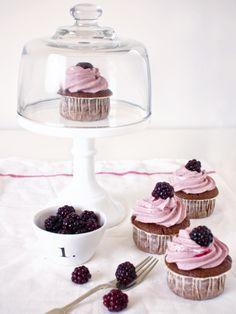 devil's food cupcakes with black tea & blackberry buttercream