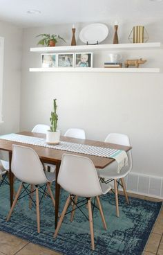How to style a dining room with eames style chairs and a MCM table!