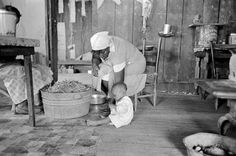 Tub of stringbeans in sharecropper's home, New Madrid County, Missouri, 1938: Russell Lee