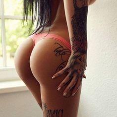 tattooed girl 28