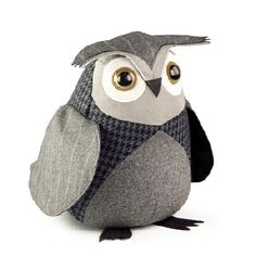 LITTLE OWL DOORSTOP by Dora Designs. Welcome guests to your home with this friendly little owl. The perfect gift! Owl Crafts, Kids Crafts, Owl Doorstop, Little Owl, Owl Bird, Pet Birds, Bird Design, Sewing Crafts, Sewing Patterns