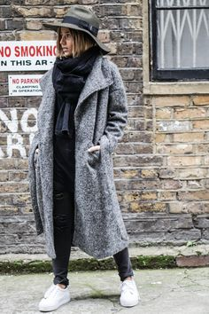 Fuzzy maxi coats are the perfect solution for cold winter days. Camille Callen wears this grey coat with ripped denim jeans and a dark scarf and hat combination. Jeans: Primark, Jacket/Scarf: Sheinside, Sneakers: Asos, Hat: Diesel.