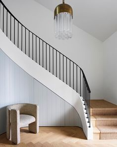 16 Unique Modern Staircase Design Ideas For Your Dream House Staircase Railings, Curved Staircase, Modern Staircase, Stairways, Spiral Staircases, Staircase Ideas, Staircase Makeover, Stair Idea, Railing Ideas