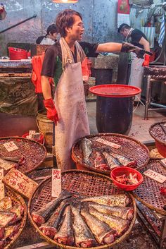 JohKl Fish market in Hong Kong, China World Food Market, Blog Art, Travel Baby Showers, China Hong Kong, Traditional Market, Chinese Culture, People Of The World, Street Photography, Shanghai