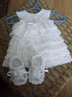 Ruffled baby dress: January 11 - Featured Crochet on Starting Chain - Starting ChainI have searched and searched and cannot find this pattern :-( Love it KM January 11 - Featured Crochet on Starting ChainAugust 11 – Today's Featured Chains – St Baby Girl Crochet, Crochet Baby Clothes, Crochet For Kids, Crochet Baby Dresses, Crochet Summer, Crochet Crafts, Crochet Projects, Knit Crochet, Booties Crochet
