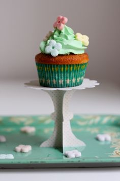 DIY Cupcake stand - freebies - downloadable