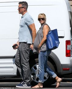 maternity boyfriend jeans. need them.